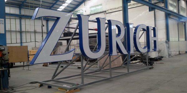 Letras gigantes para empresa de seguros Zurich