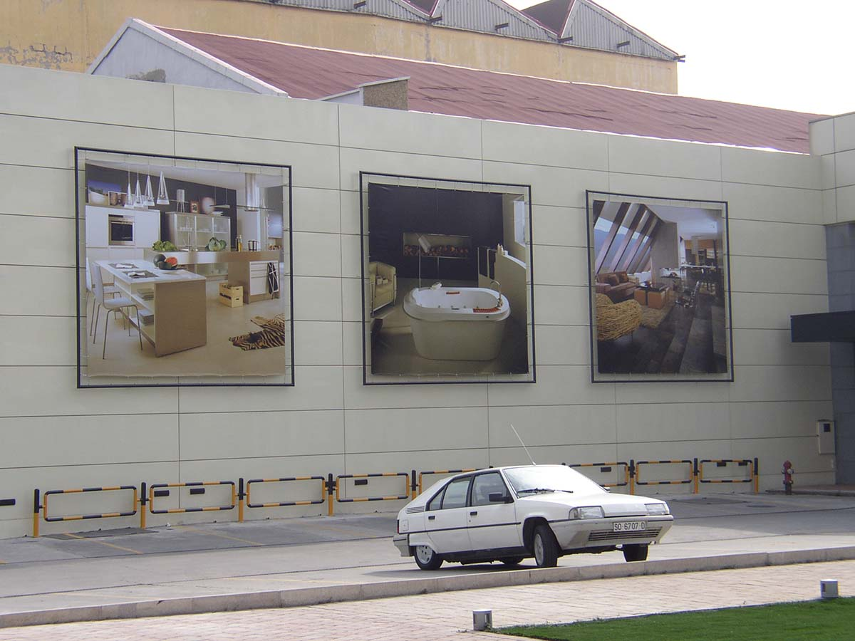 Lonas de publicidad de gran formato en pared