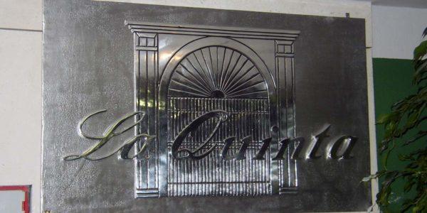 Grabado en placa La Quinta en imprenta digital
