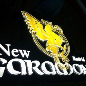 Rótulo lumino de discotega New Garamond