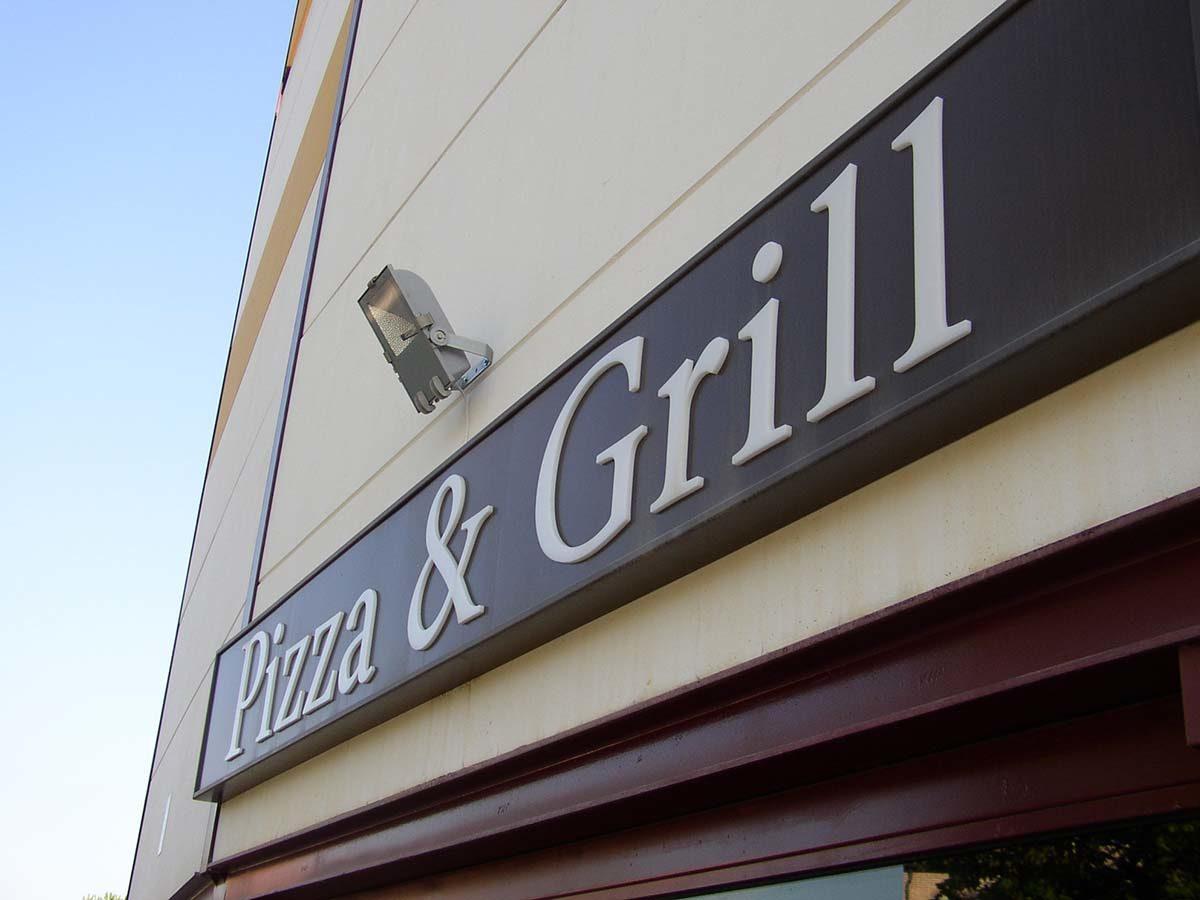 Rótulo de restaurante - Pizza & Grill