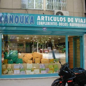 Rótulo luminoso de tienda de barrio Kanouka